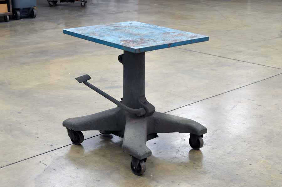 Midwest Tool & Engineering Co. Hydraulic Elevating Table
