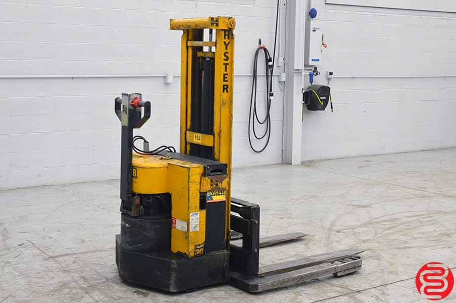 Hyster W30AA 3000 LB Lift Truck Straddle Stacker
