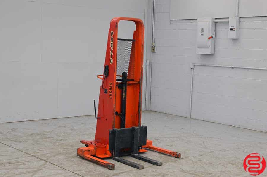 Presto BA862 1000 LB Straddle Stacker