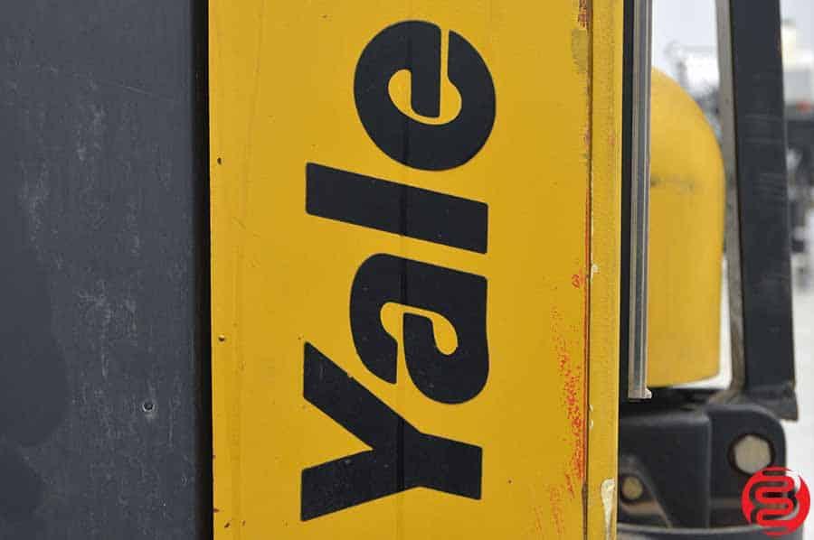 Yale 2000 lb Walk Behind Pallet Lift