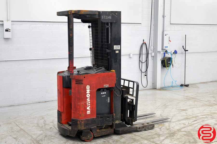 Raymond Easi 4000 Lb Reach Fork Truck W Charger Boggs