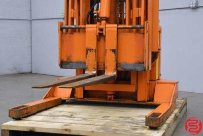Lift Trucks K552A Straddle Stacker - 012820020910