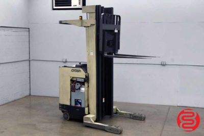 Crown 3000 Series Straddle Stacker - 062320031850